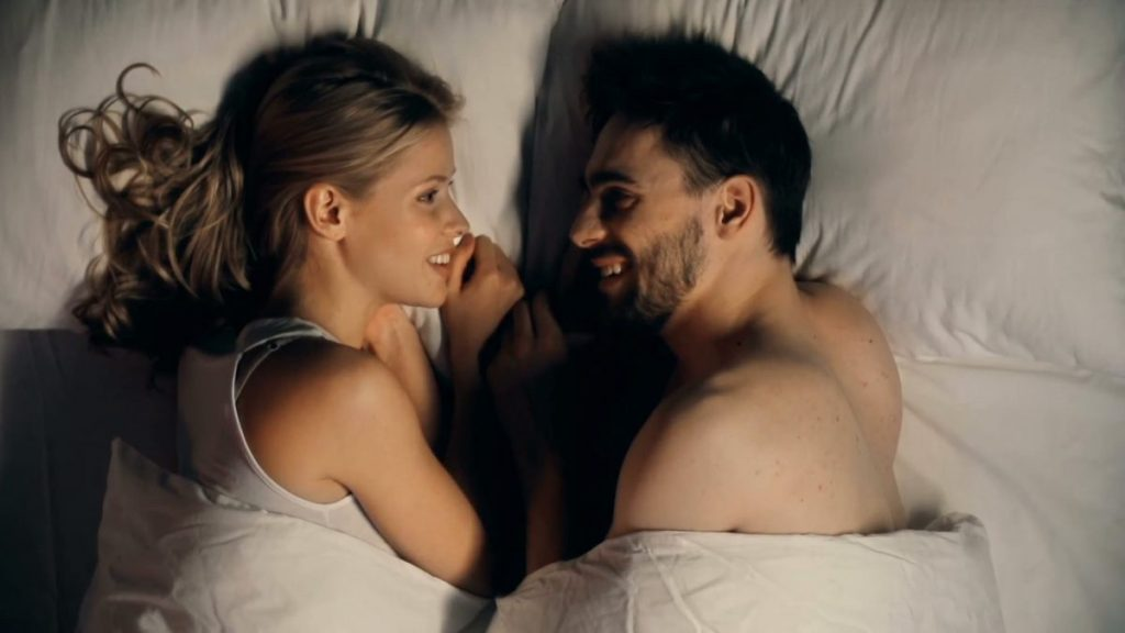 Dua Kata Ajaib Saat Pillow Talk Bersama Pasangan 3