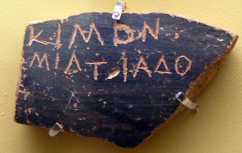 Salah satu Ostrakon yang digunakan untuk pemilu Ostrakisme