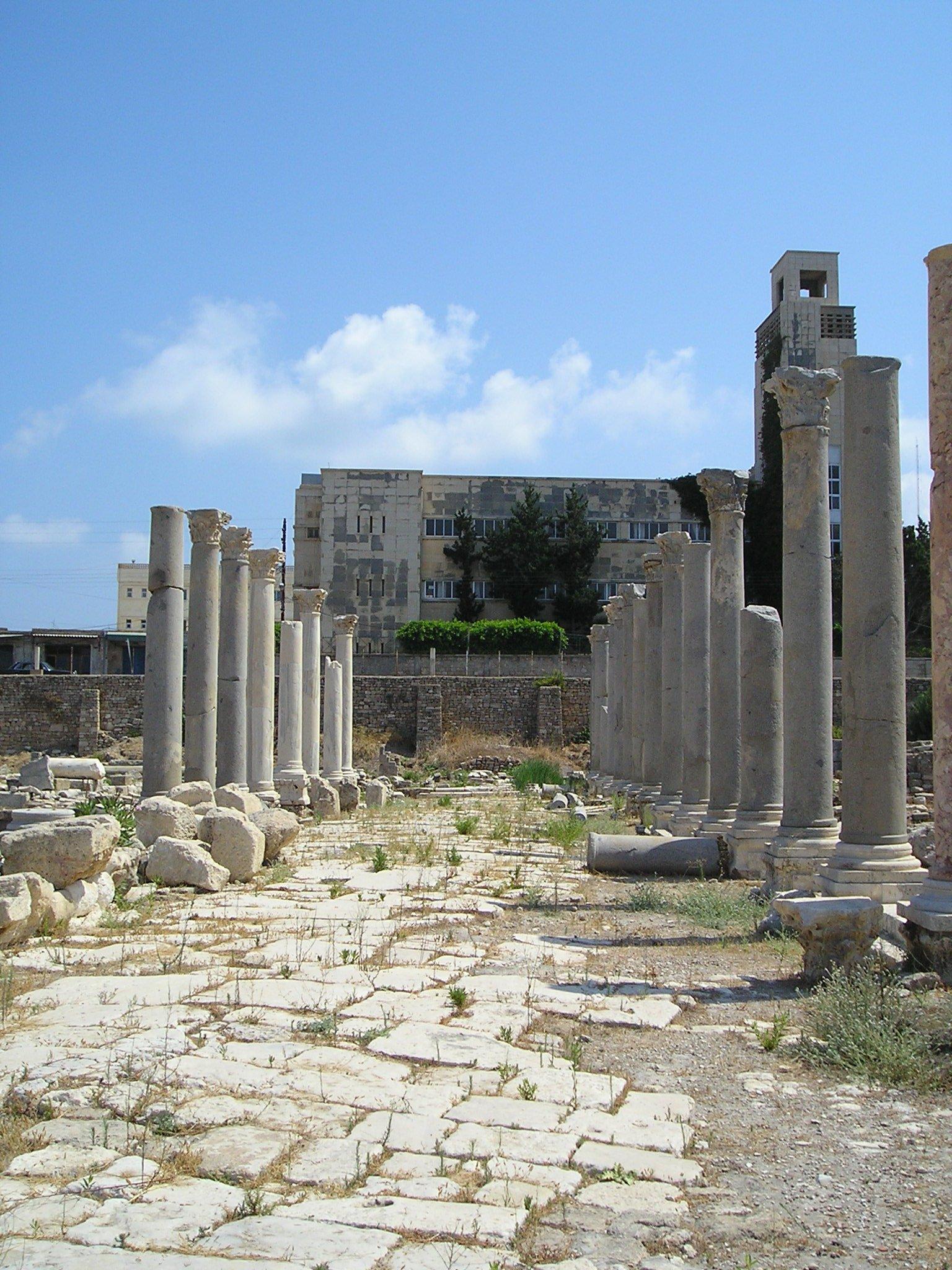 Salah satu reruntuhan agora (tempat untuk pertemuan terbuka) di era Yunani Kuno
