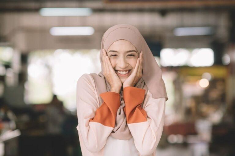 Pentingnya Menggunakan Kosmetik yang Bersertifikasi Halal 1