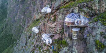 5 Hotel Paling Ekstrem di Dunia ini Siap Menguji Nyalimu! 24