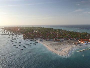2 Destinasi Wisata Pantai yang Memukau di Pulau Mandangin Sampang 9