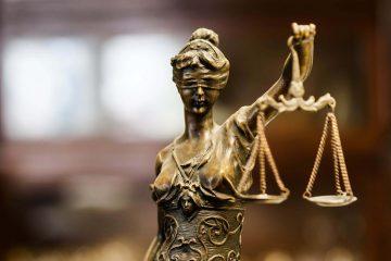 Orang yang terhalang atau tidak bisa menjadi saksi di pengadilan 25