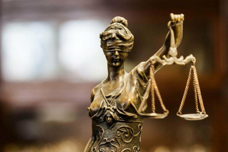 Orang yang terhalang atau tidak bisa menjadi saksi di pengadilan 1