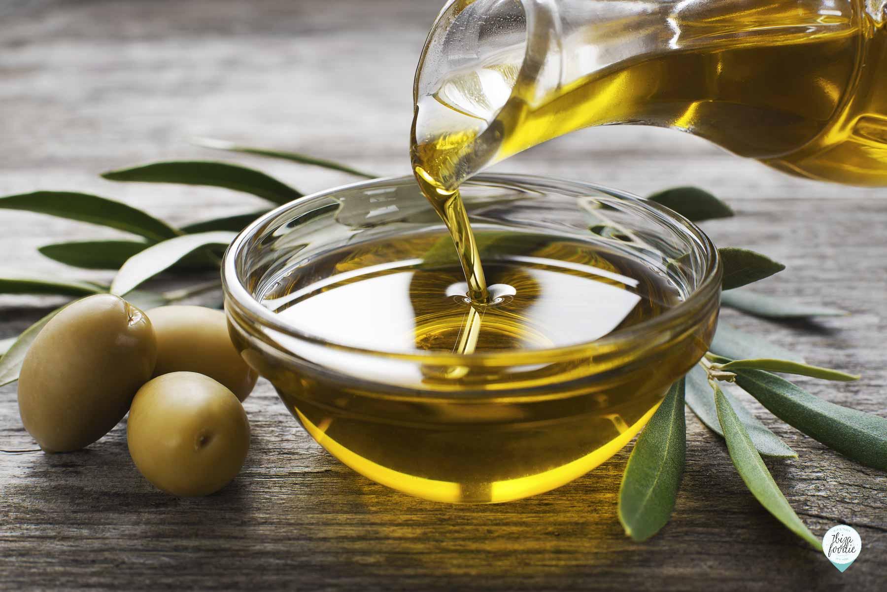 Cara menghitamkan, melebatkan alis dan bulu mata dengan minyak zaitun 6