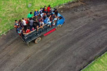 Alasan Untuk Tidak Membawa Rombongan Pakai Mobil Barang 19