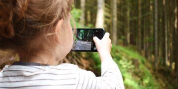 Anak Kecanduan Bermain Handphone? Begini Solusinya! 16