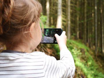 Anak Kecanduan Bermain Handphone? Begini Solusinya! 4