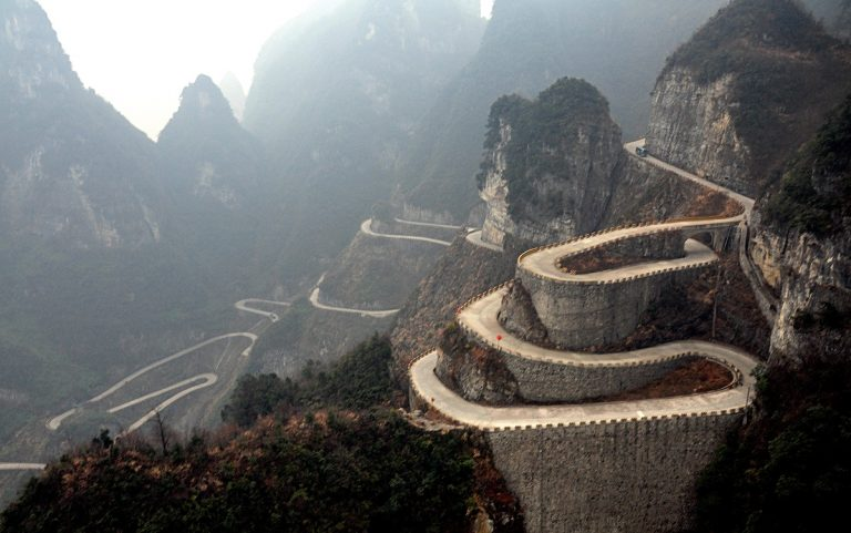 Road to Heaven, Jalur Berbahaya di Xiushan China 1