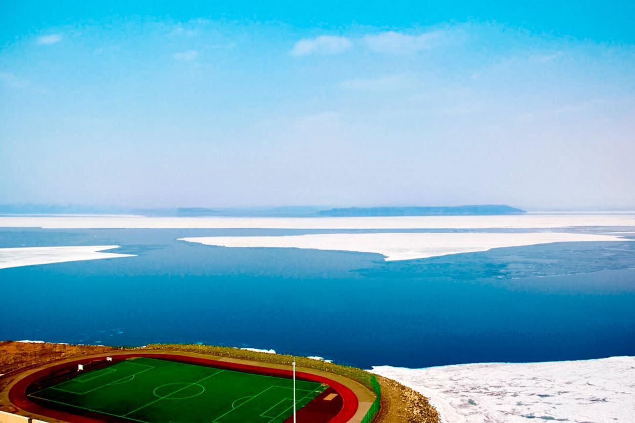 Stadion terapung pinggir laut