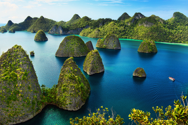 Pulau terbesar di Raja Ampat