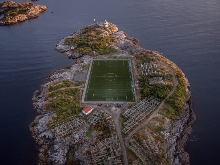 8 Stadion di Tempat Tak Lazim 1