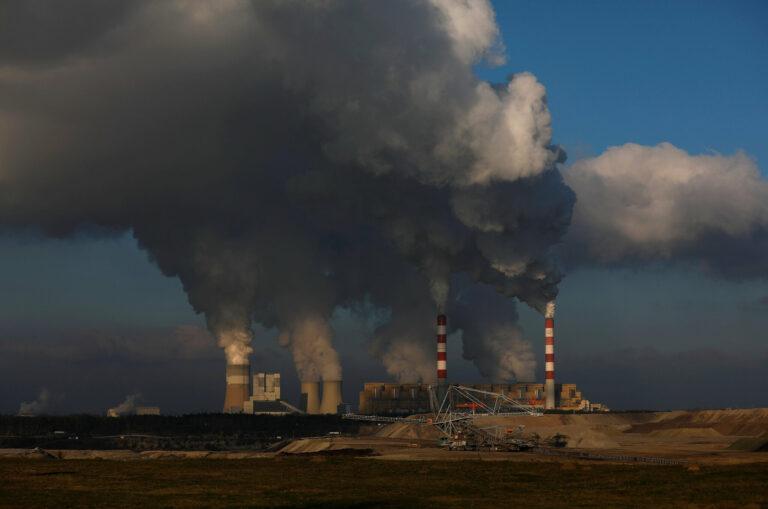 Kurangi Emisi Karbon Dunia dengan Hemat Menggunakan Teknologi 1