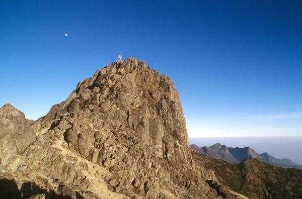 Puncak tertinggi Papua New Guinea
