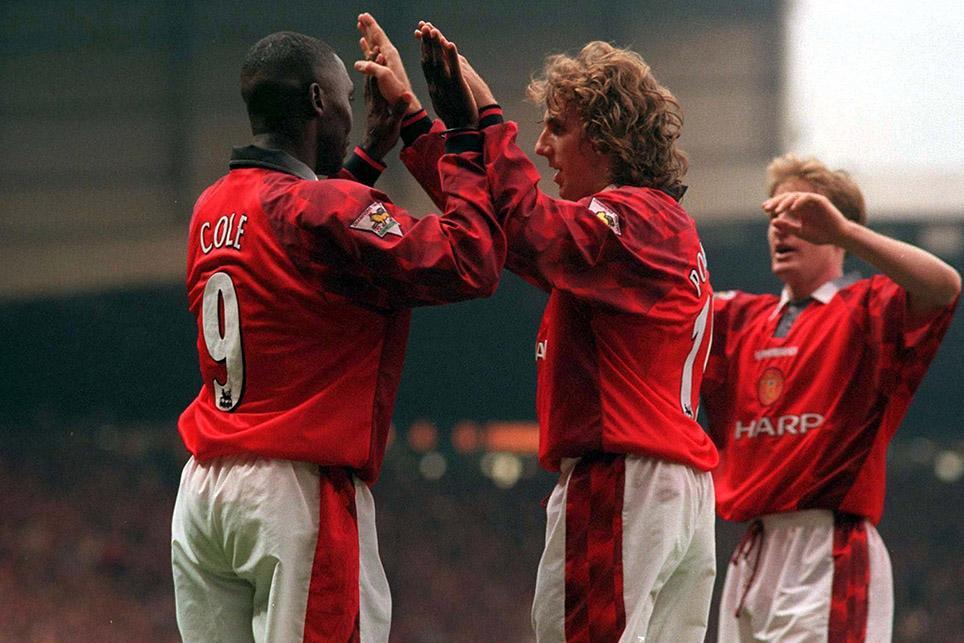 Pemain Manchester United Andy Cole bersama pemain MU lainnya merayakan pesta gol ke gawang Barnsley 7-0 tanpa balas pada 25 Oktober 1997 pekan ke 12 Premier League (sumber foto : premierleague.com)