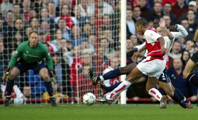 Gol Thierry Henry ke gawang Tottenham Hotspurs pada tahun 2002