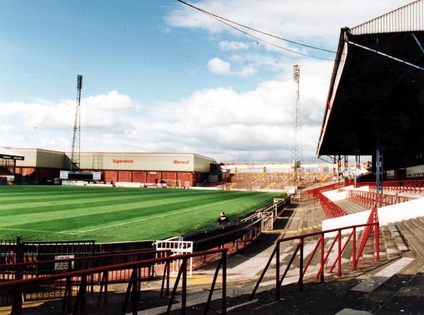 Stadion Burnden Park sebelum dirobohkan