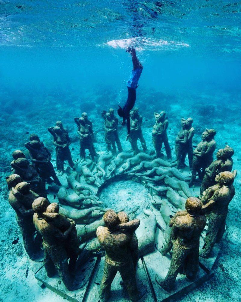 Menyelam di kedalaman Gili Air, Indonesia untuk menemukan 48 patung manusia. (Dok. Phinemo)