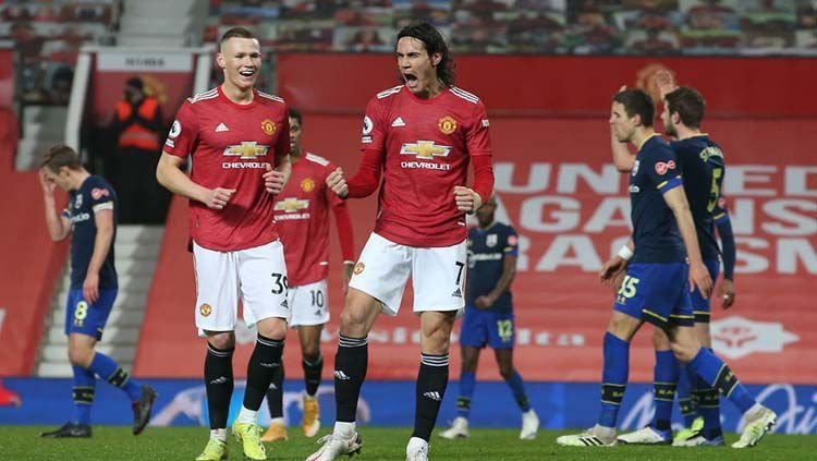 Edinson Cavani meluapkan kegembiraan usai mencetak gol ke gawang Southampton saat laga berkesudahan dengan kemenangan Manchester United 9-0 (sumber foto : matthew peters/getty Images)