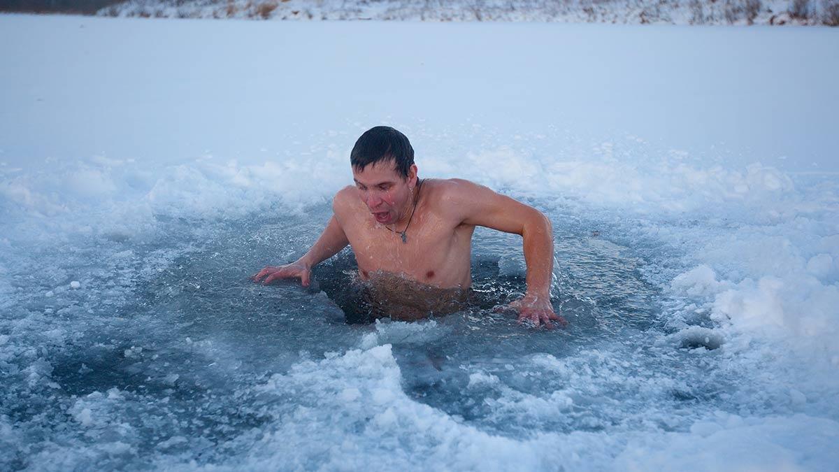 Terapi air dingin lebih ekstrem bisa dilakukan di daerah danau es. (dok. Ohio State University)