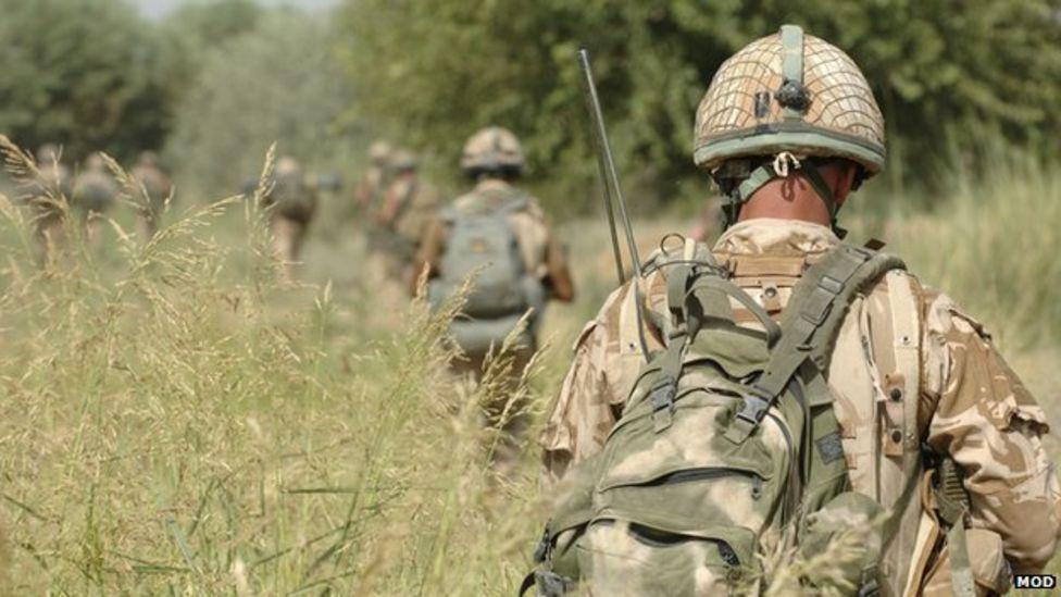 Operasi tentara Amerika Serikat (AS) dan Inggris di Afghanistan dalam mencari bom yang masih tertanam disana. (dok. BBC)