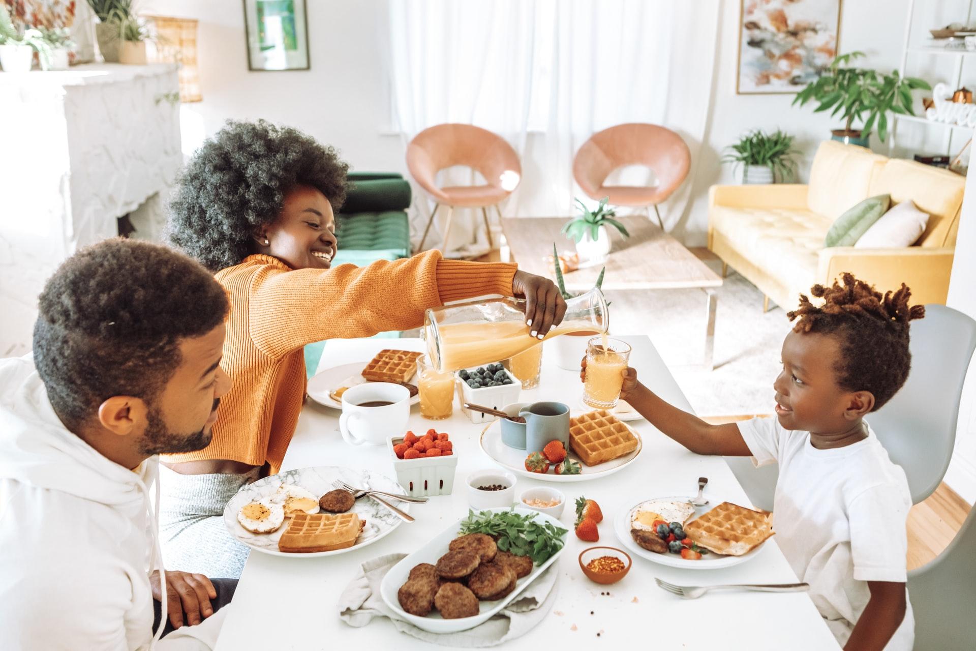 9 Tips Membesarkan Buah Hati yang Menyukai Pola Makan Sehat 3
