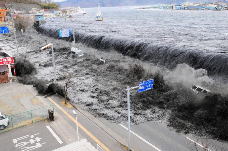Bagaimana Terjadinya Tsunami, dan Mengapa Tsunami Sudah Biasa di Jepang? 1