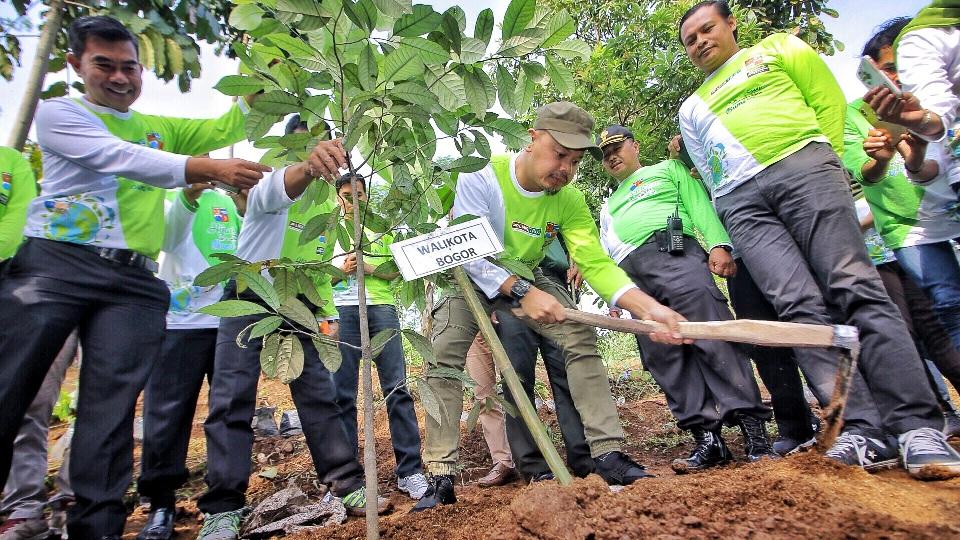 Kegiatan menanam pohon seharusnya jangan hanya seremonial saja.       (dok. pemerintah kota bogor)