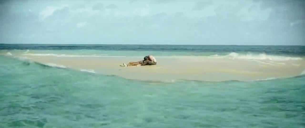 Jackson dan Sara menemukan gundukan pasir