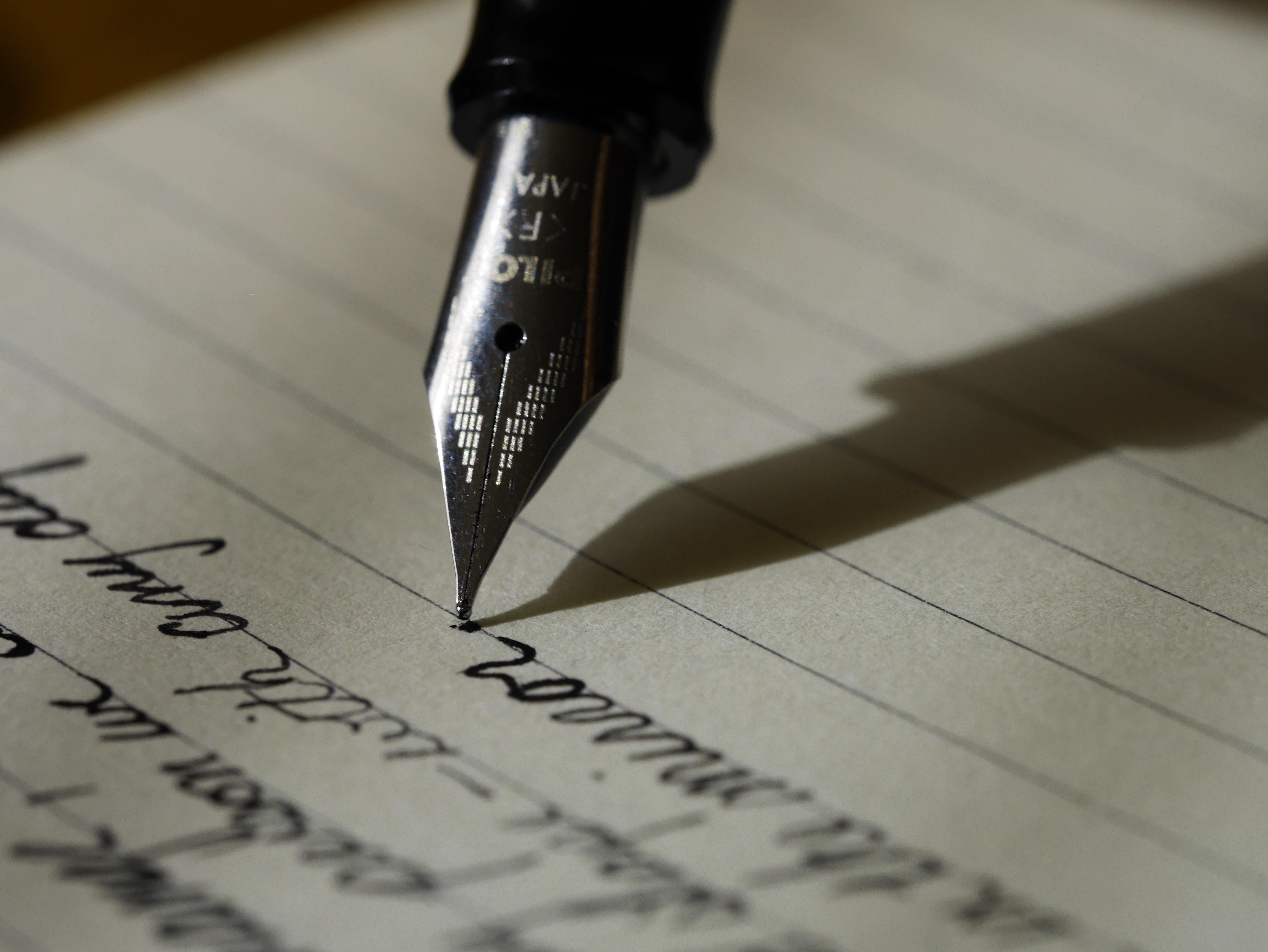 Menulis adalah sarana pelampiasan yang sehat