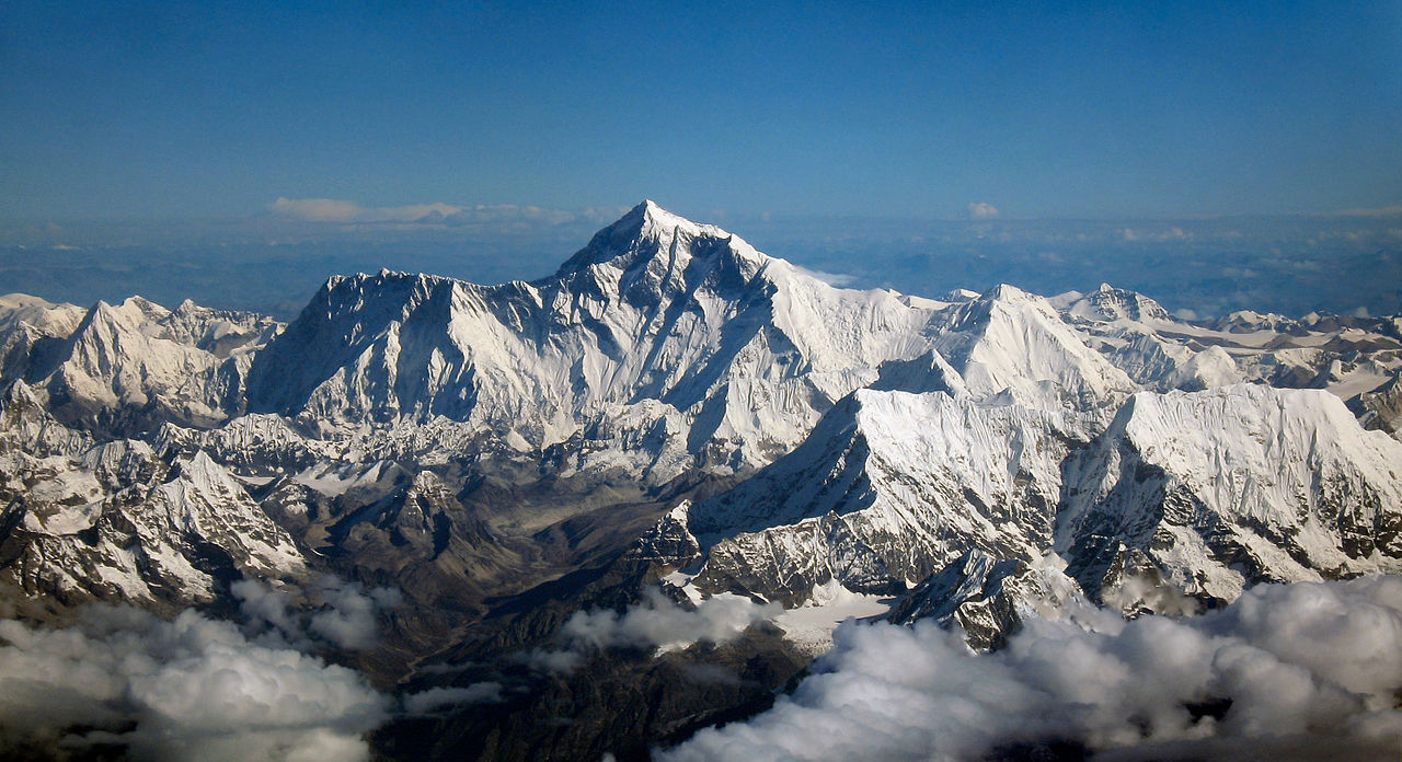 Gunung Everest. Sumber: Wikimedia commons