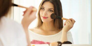 Make up wajib yang sederhana agar tampil cantik saat wisuda 13