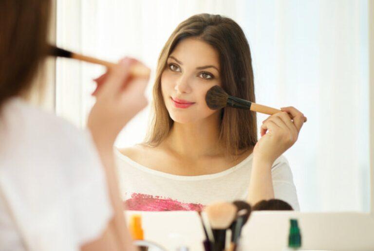 Make up wajib yang sederhana agar tampil cantik saat wisuda 1