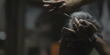 Tukang Cukur Depan Pasar Merupakan Oase Dari Pasar Itu Sendiri 14
