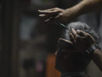 Tukang Cukur Depan Pasar Merupakan Oase Dari Pasar Itu Sendiri 7