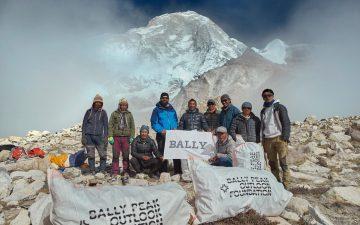 Pendaki Nepal Bersihkan 2.2 Ton Sampah di Gunung Everest 6