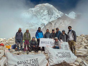 Pendaki Nepal Bersihkan 2.2 Ton Sampah di Gunung Everest 5