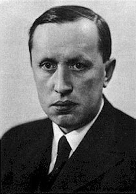 Karel Čapek. Sumber Gambar: wikimedia.org