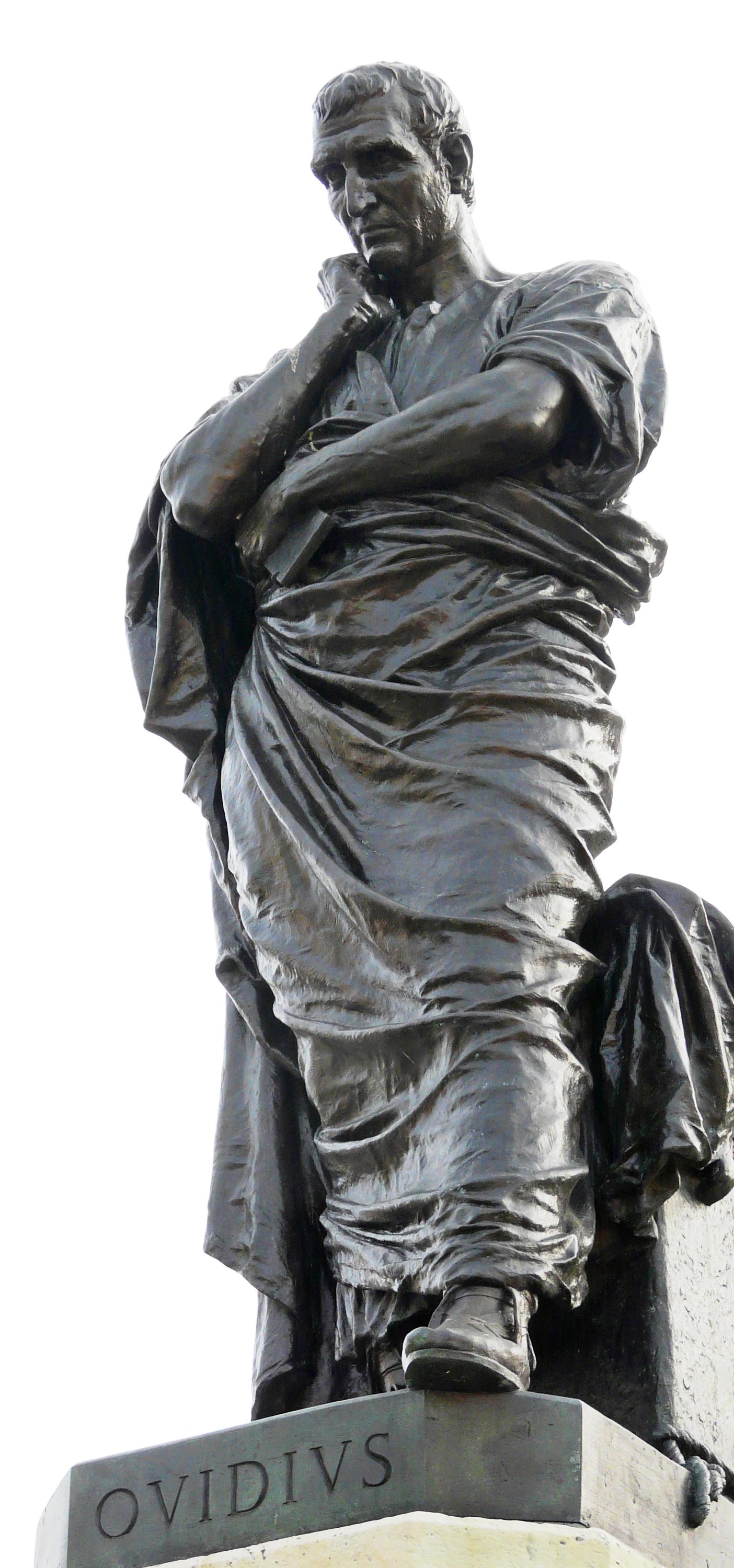 Patung Ovidius di Piața Ovidiu, Rumania. Sumber gambar: wikimedia.org