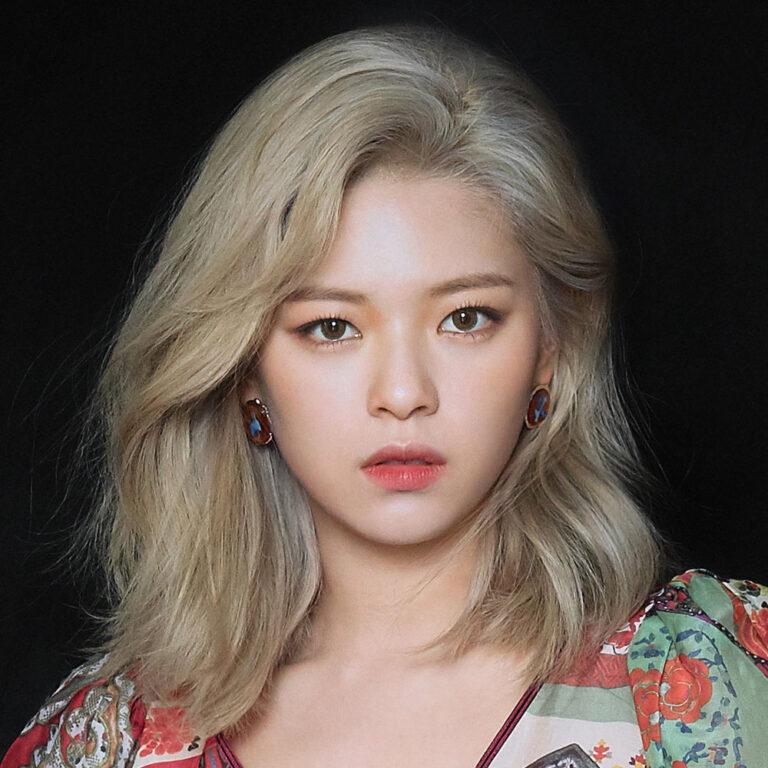"4 Pesona TWICE Yoo Jeongyeon ""The Ultimate Bias"" 1"