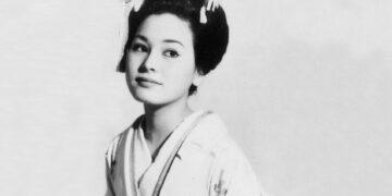 Potret Kecantikan Dewi Soekarno, Istri ke- 5 Bung Karno, Semasa Muda 13
