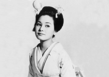 Potret Kecantikan Dewi Soekarno, Istri ke- 5 Bung Karno, Semasa Muda 10