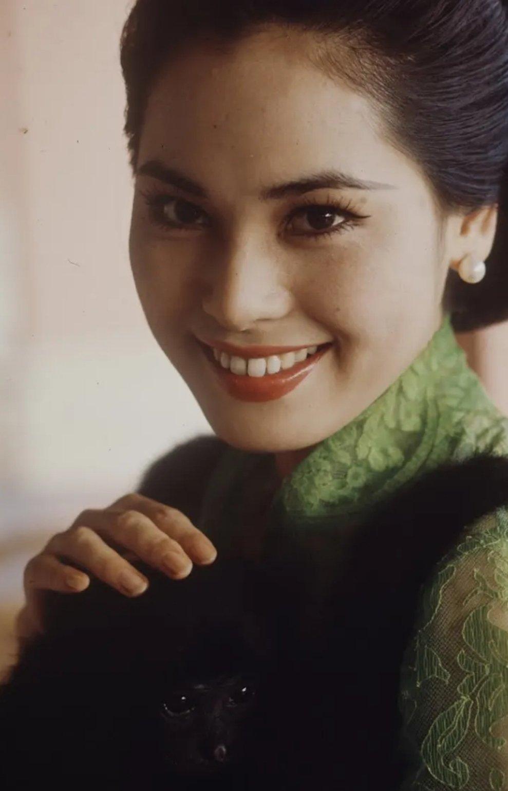 Potret Kecantikan Dewi Soekarno, Istri ke- 5 Bung Karno, Semasa Muda 3