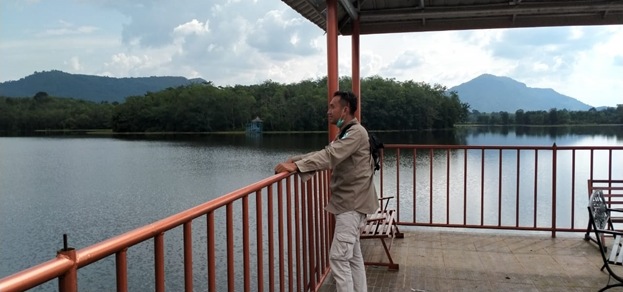 Photo. 2. Danau Aur yang terbentang dibalikbukit