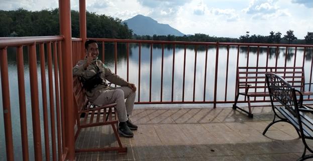 Photo 4. Menikmati alam Danau Aur yang asri dan indah