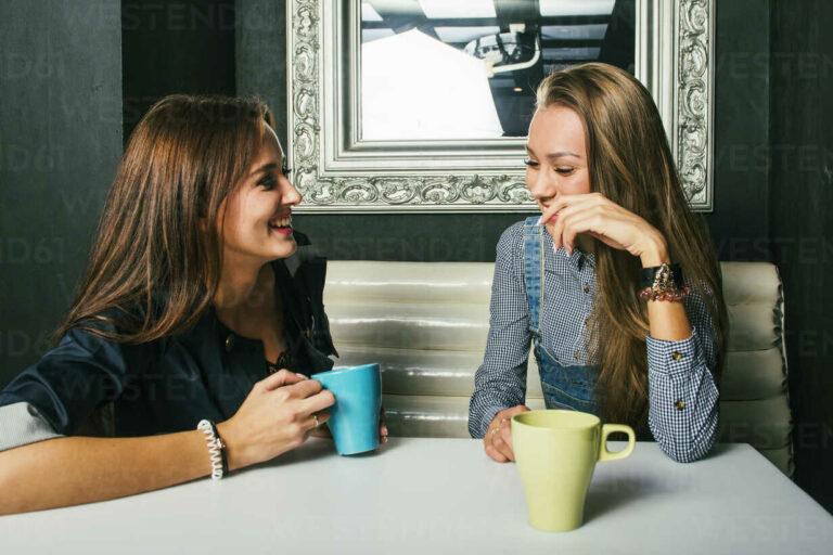 Alasan Mengapa Lebih Suka Curhat Pada Sahabat ketimbang Pasangan 1