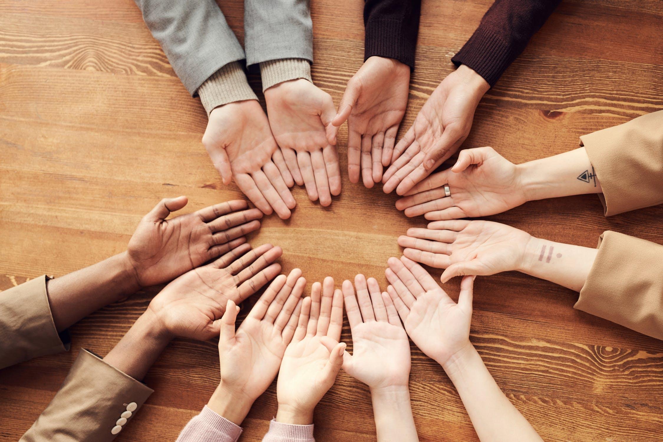 centre direct hand like a persuasive symbol