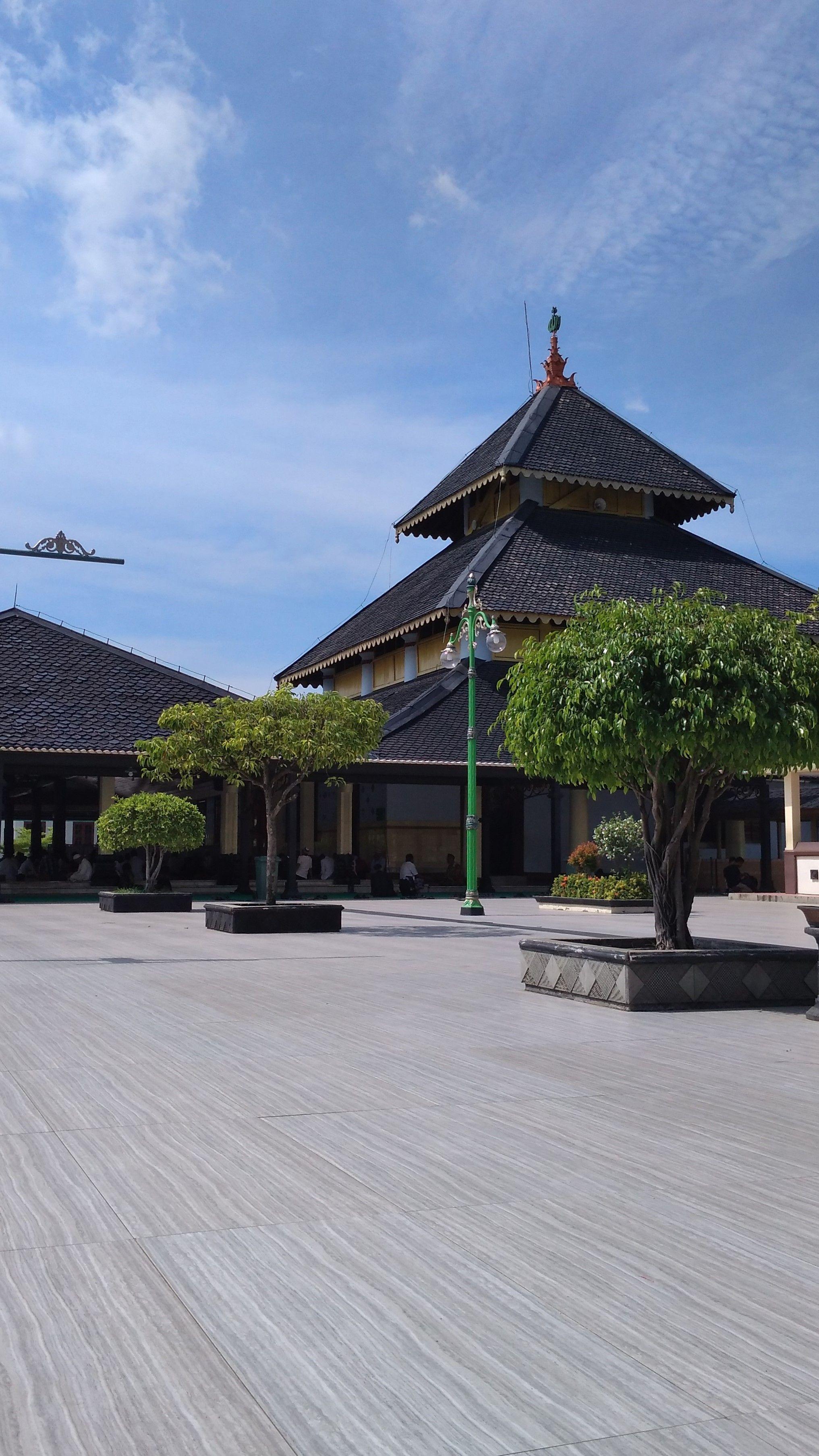 Masjid Agung Demak. sumber: id.pinterest.com/Muezza