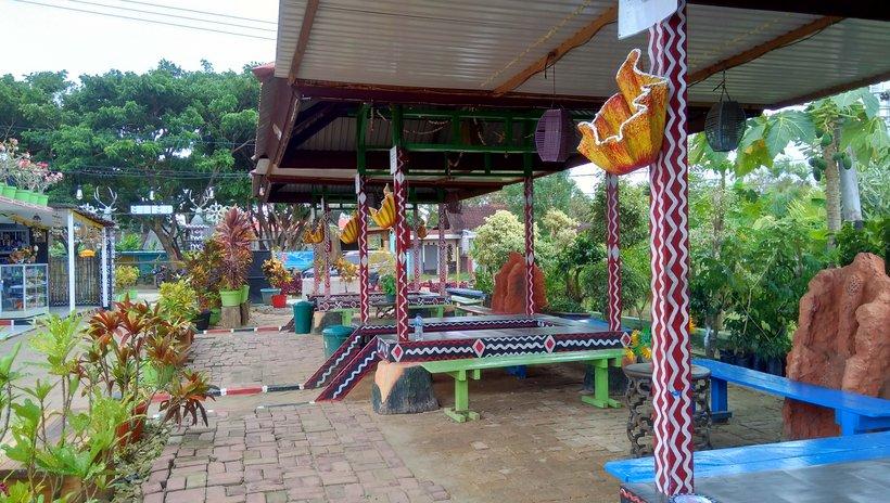 Foto : Fsilitas Pendopo untuk bersantai bagi para pengunjung ( Sumber : dok.pri/Rian Raymon )