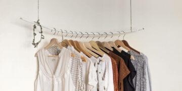 5 Alasan Kamu Harus Membeli Baju Preloved 15